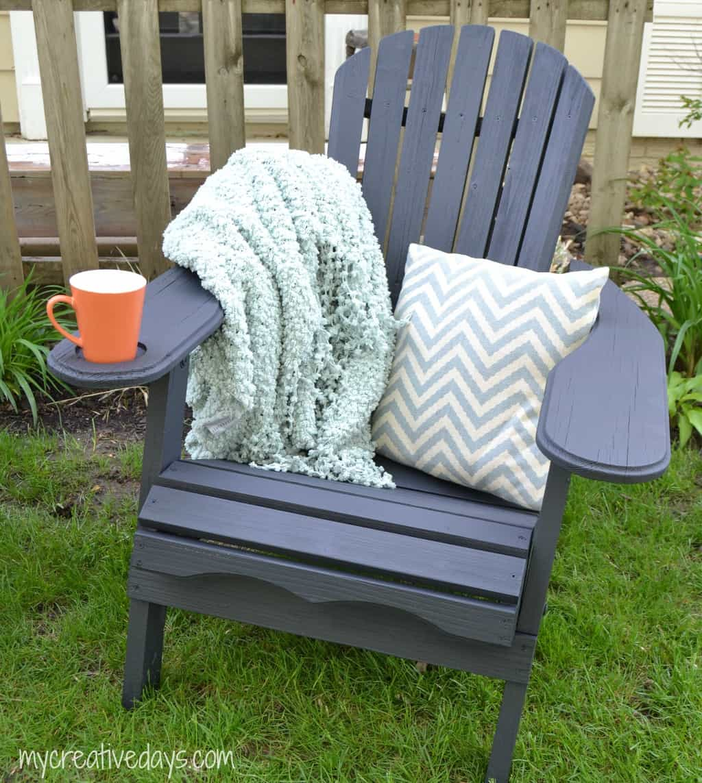 Curbside Chairs Become Favorite Parent Hang Out mycreativedays.com
