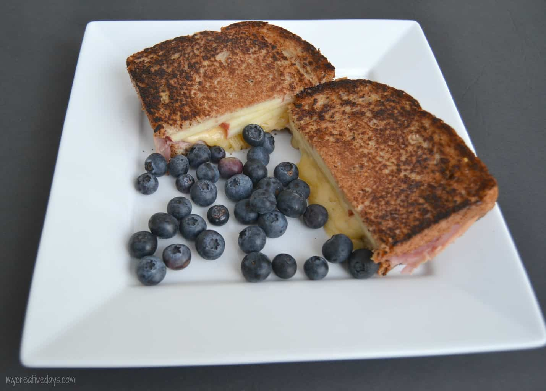 Quick & Easy Cheesy Breakfast Sandwich  mycreativedays.com