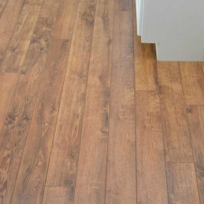 Do you want to put in new flooring in your home without hiring help? We are sharing how to install laminate flooring in your home the easy way.