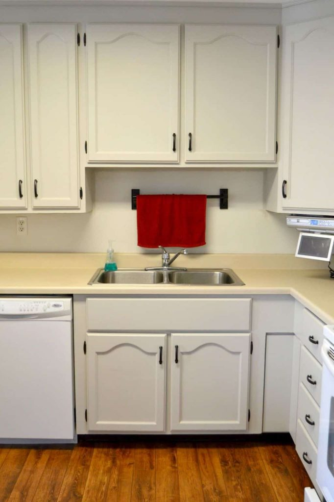 If you starting a kitchen makeover, these kitchen cupboard handles are a great option for any style cupboards you have.