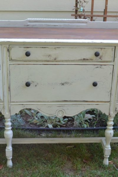 Are you looking for a farmhouse buffet? Search yard sales and thrift stores for a buffet and DIY your own! Click over to see how!