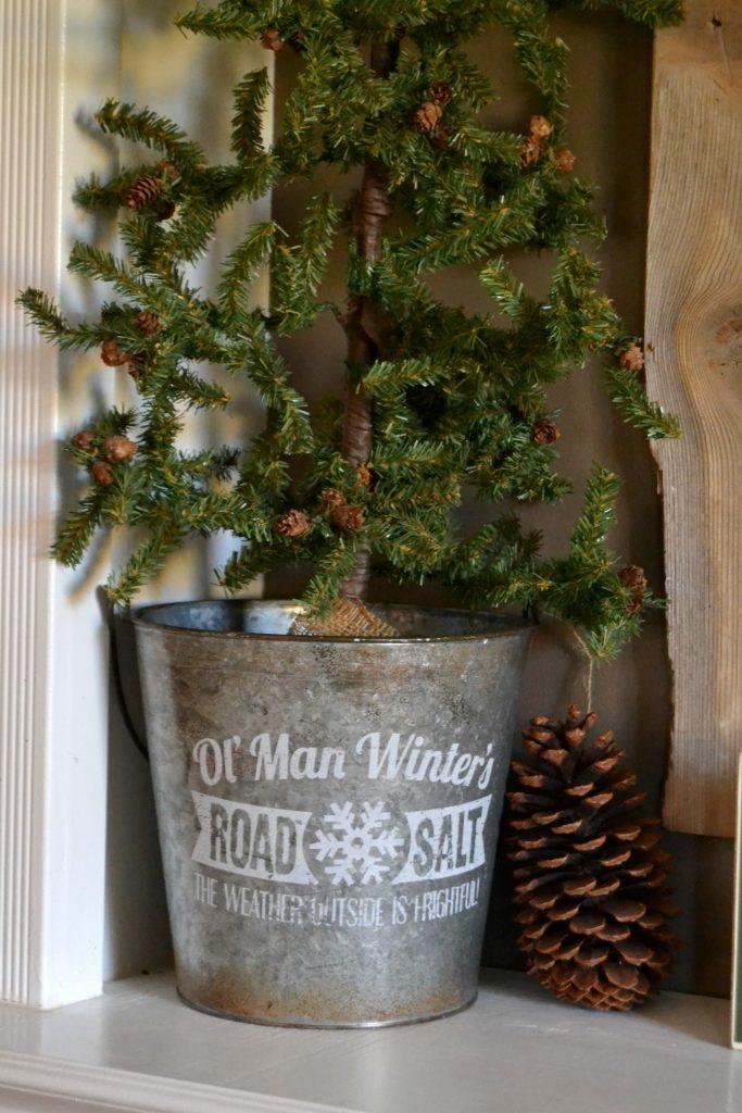 Christmas Mantel from MyCreativeDays.com