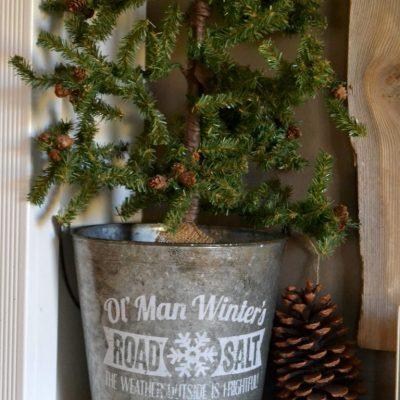 Easy & Rustic Christmas Mantel