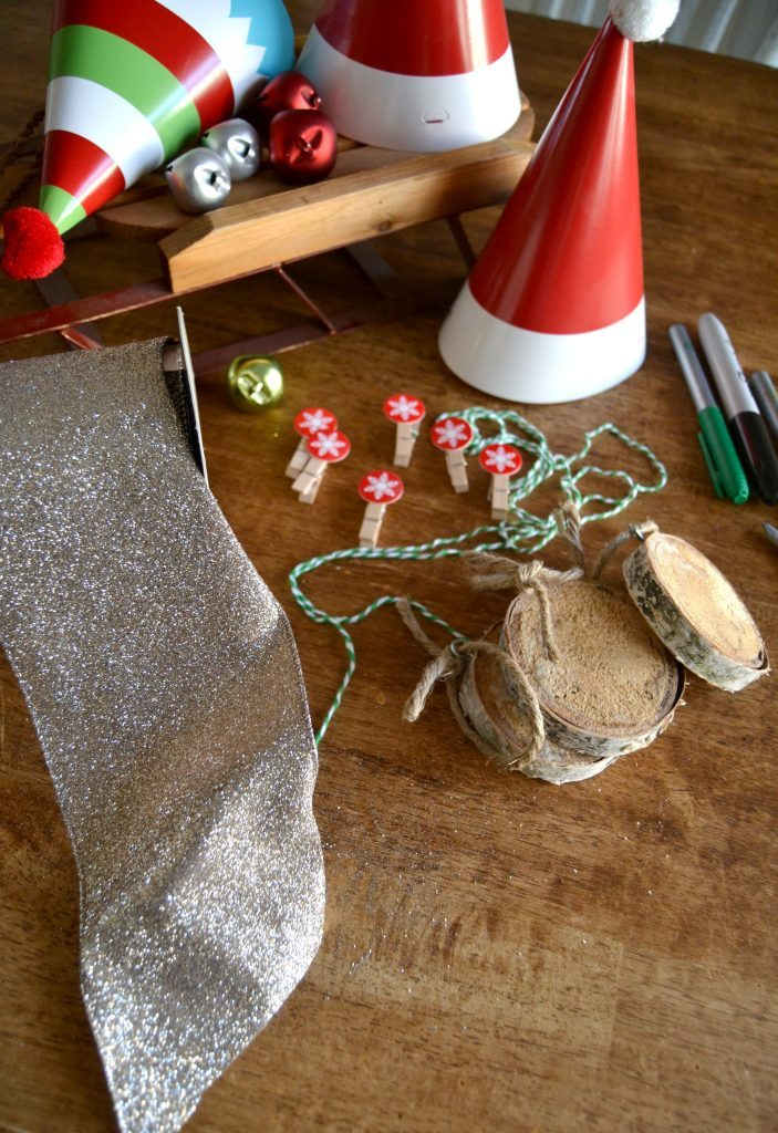 Are you looking for a fun DIY Christmas Ornament that has a rustic vibe? Click over to see how easy these DIY Wood Slice Christmas Ornaments are to make.