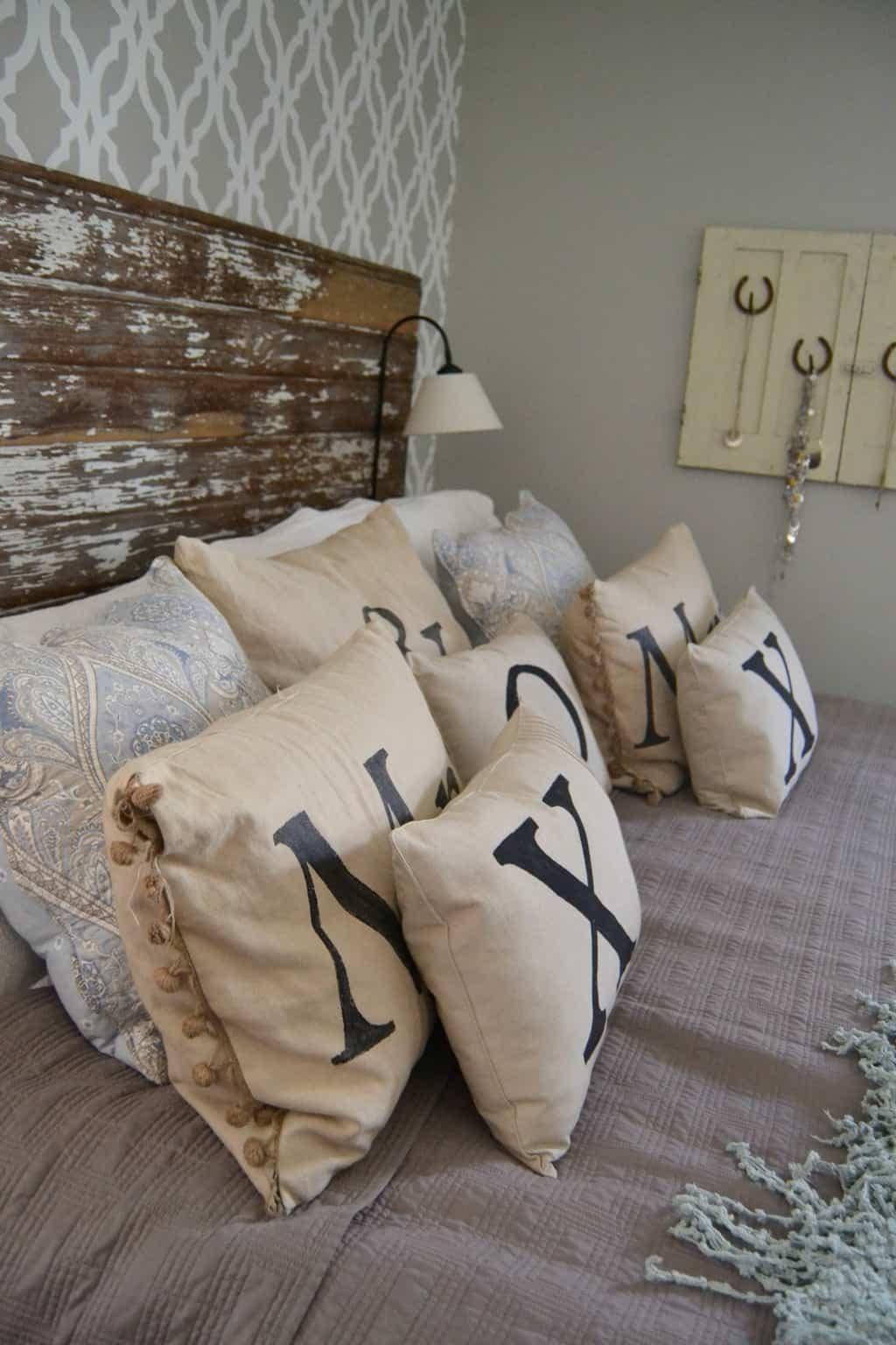 Bedroom Throw Pillows - Rooms