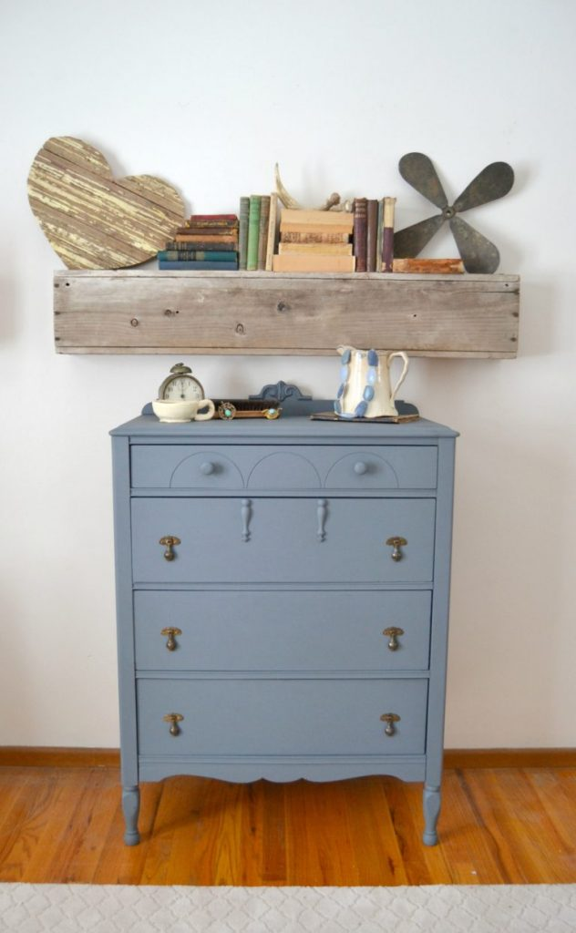 The color gray comes in all shades and finding the right one for any project can be difficult. Click over to see how this DIY Painted Gray Dresser made me think of the color gray in a whole new light.
