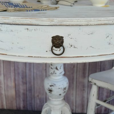 DIY Furniture: Painted Round Table