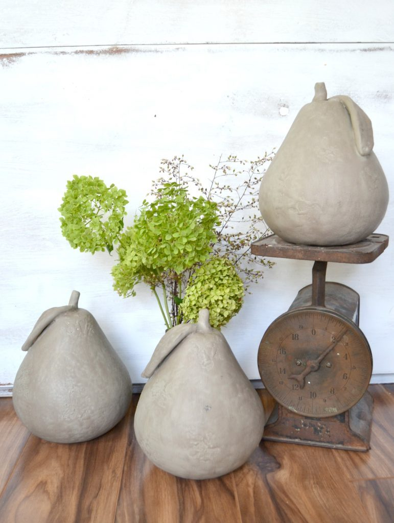 If you love the fall season and autumn crafts, click over to see how easy it is to make these modern faux concrete pears to use in your fall decor.