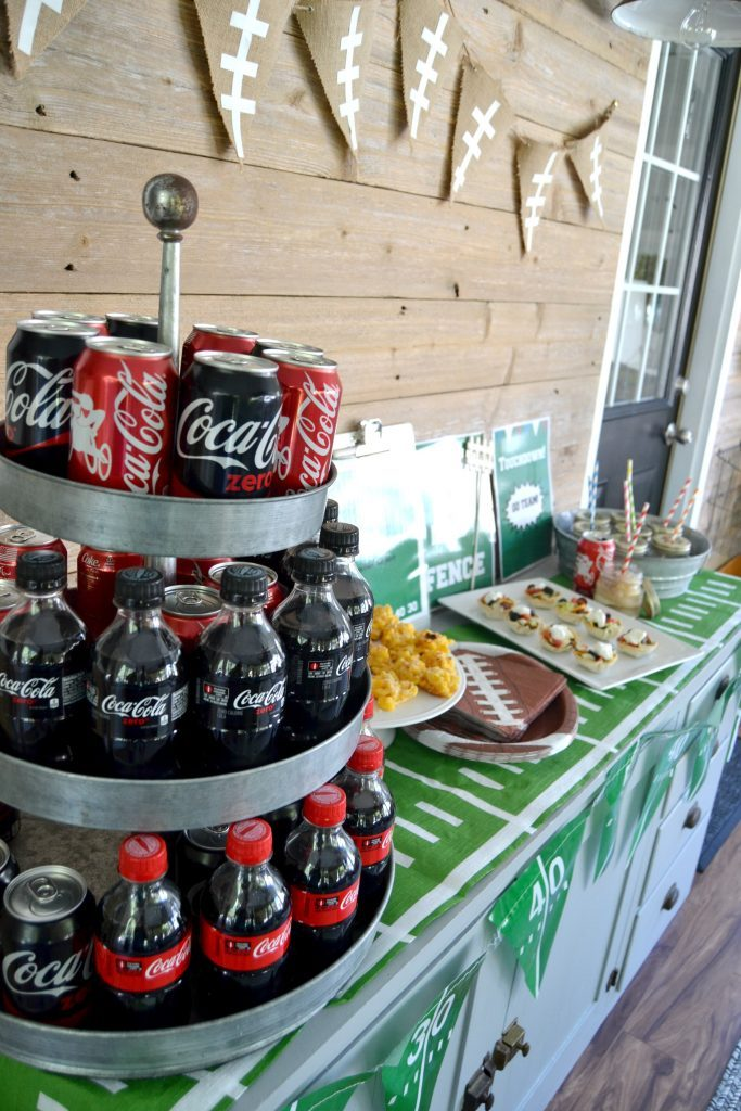 Are you hosting a football party and looking for ideas? Click over for this easy football party idea that covers everything from food to decor. And, there are free printables included!