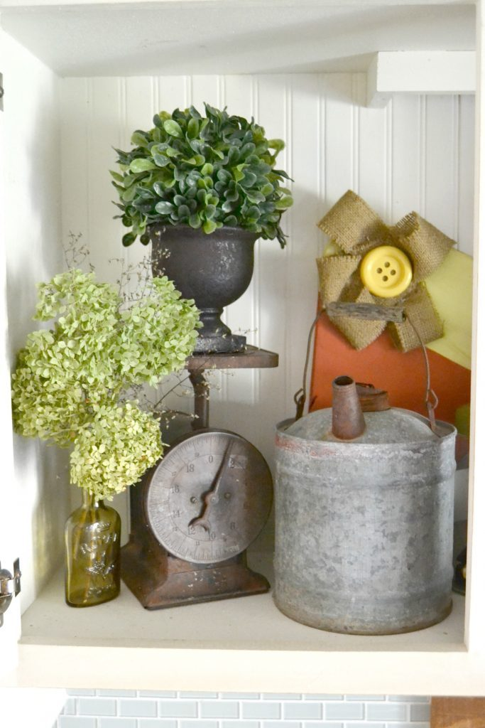 Fall is a beautiful time of year to decorate your home. Click over to see how easy it is to add rustic farmhouse decor for fall in a simple, yet tasteful manner.