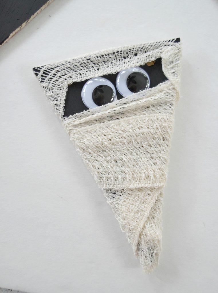 Halloween Crafts: Mummy Garland