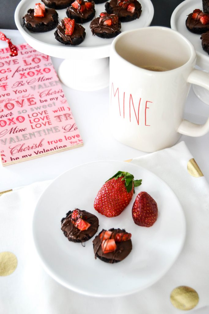 Easy Chocolate Mini Tarts - Make these Easy Chocolate Mini Tarts that are sure to please your valentine.
