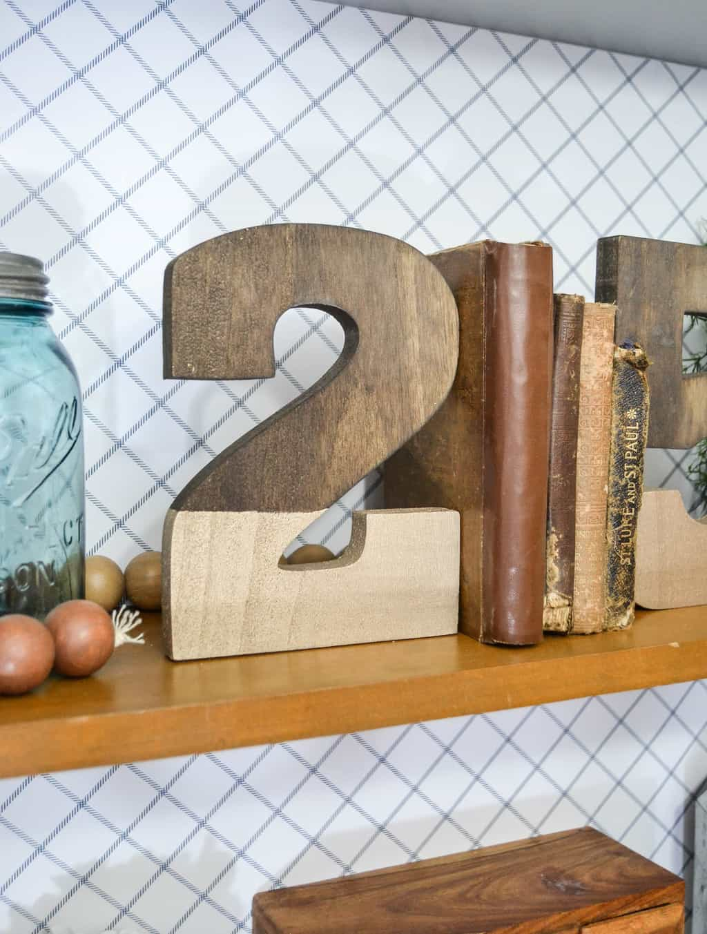 DIY Bookends: Gold Dipped Numbers {DIY in 30} - My Creative Days