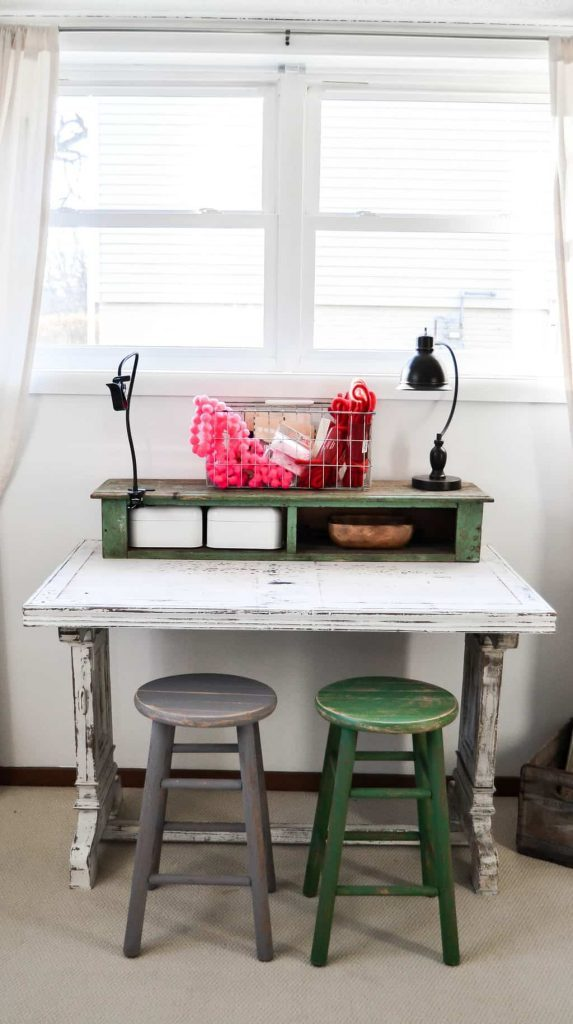 If you have an old table lying around that you aren't using, give it a makeover! Click over to see how easy this DIY painted table makeover was that made me love this table even more.