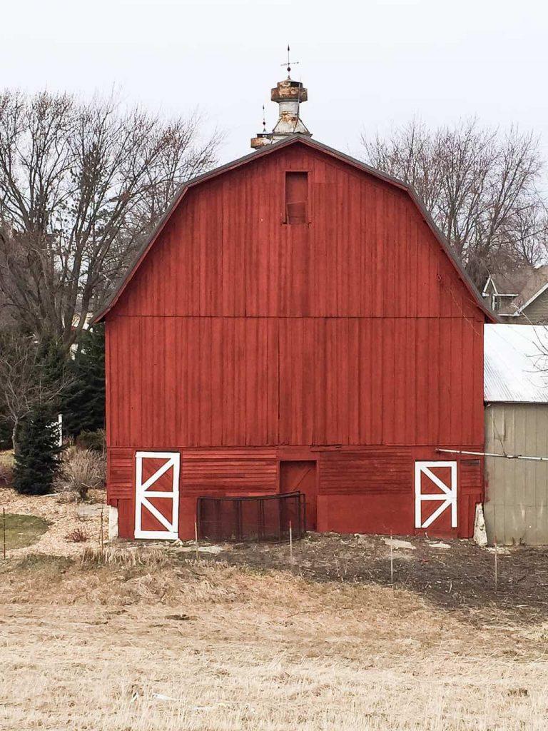 Barn Tour Through Iowa - Do you love old barns? Check out this barn tour through Iowa from My Creative Days!