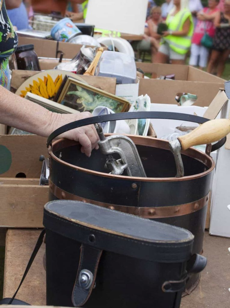 How To Organize A Profitable Yard Sale - Want to have a yard sale, but don't know where to start? Check out these tips on How To Organize A Profitable Yard Sale from My Creative Days.