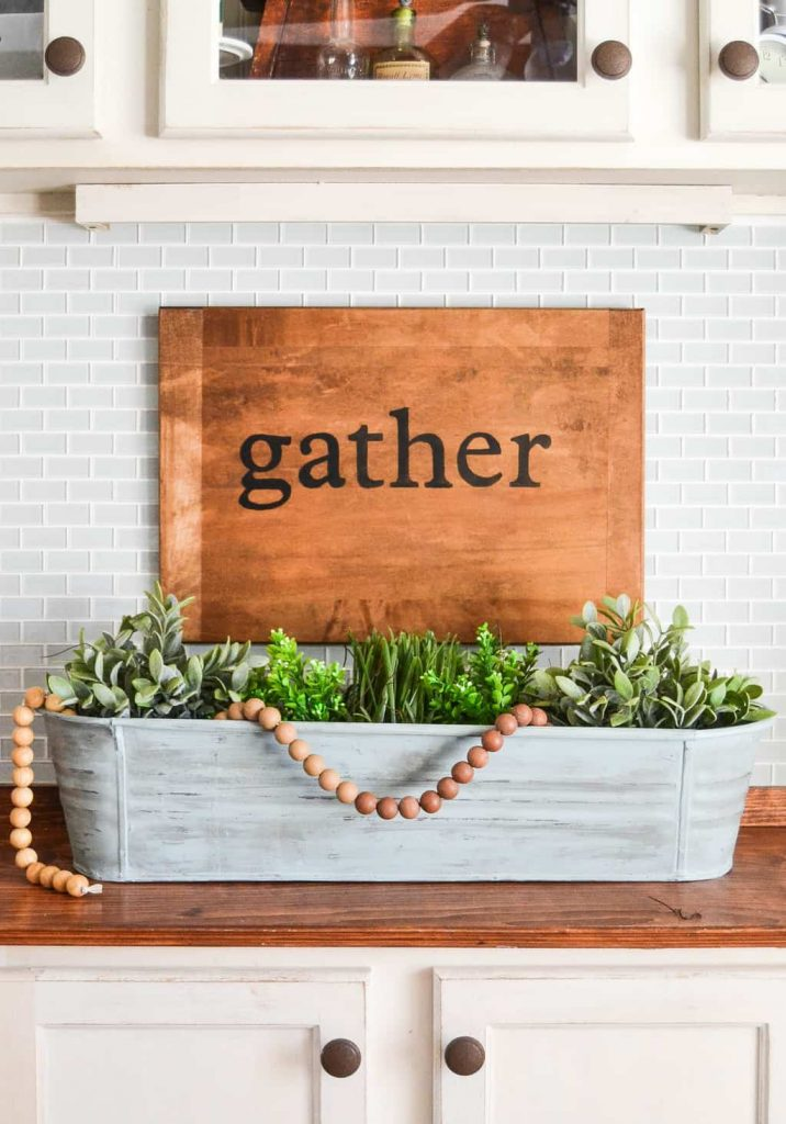Painted Galvanized Planter - Have any galvanized pieces that you would like to makeover and use in your home's decor? Check out this Painted Galvanized Planter from My Creative Days!
