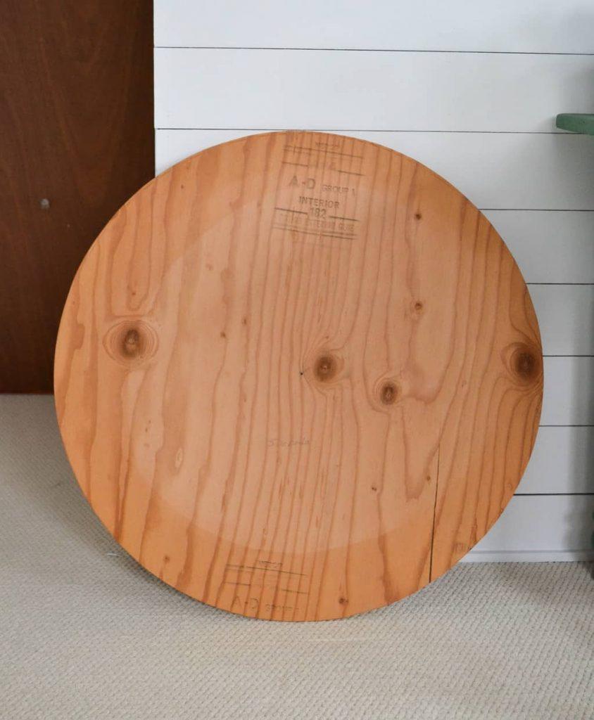 DIY Faux Farmhouse Clock - Do you love the look of farmhouse, wood clocks? Make your own DIY Faux Farmhouse Clock very easily!