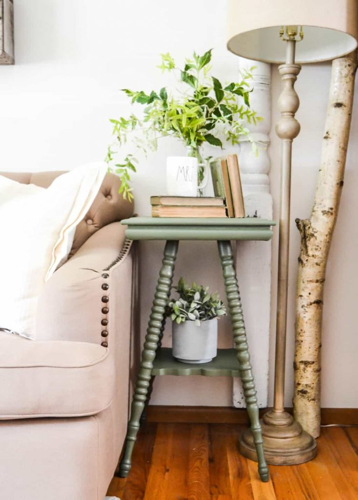 The Easy Way To Paint Curvy Furniture - If you are looking to paint furniture that has a lot of curves, this post will show you the easy way to do it.