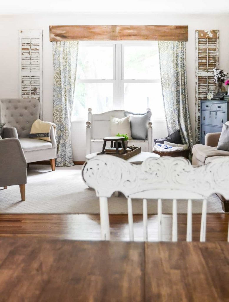 Summer Home Tour - If you love a cozy, cottage style, check out this living room summer home tour from My Creative Days.