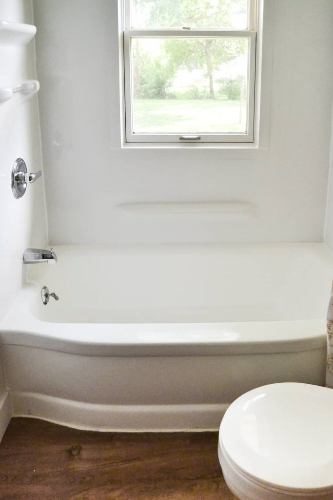 Budget Bathroom Makeover - You don't need a lot of money to make over your bathroom. This bathroom makeover from My Creative Days shows you ways to bring your old bathroom up to date, brighter and more fresh on a budget!