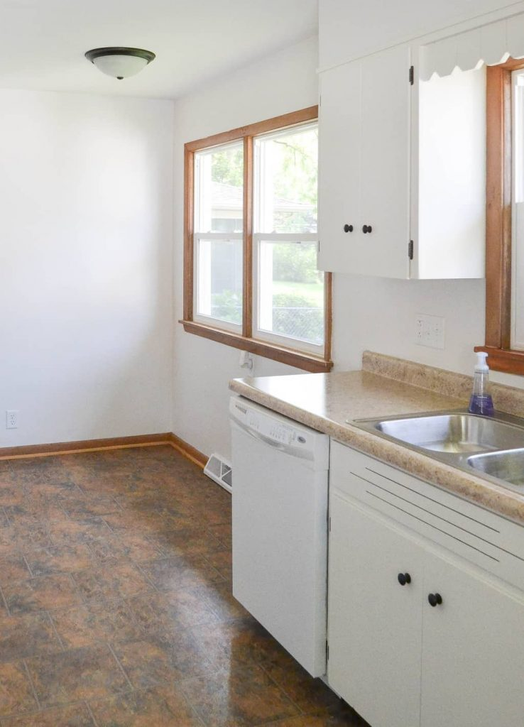 Flip House Makeover - Want to flip a house for profit? Check out this Flip House Makeover from My Creative Days with easy ways to update a house.