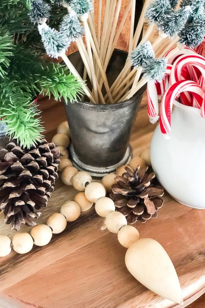Add easy festive touches to your home in small areas with Christmas vignettes!