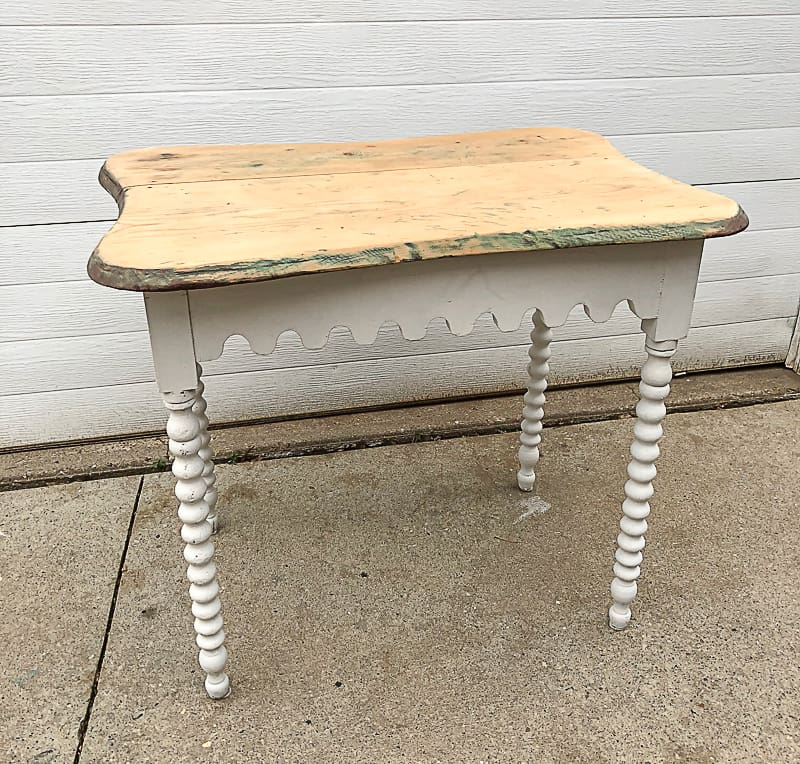 Looking for projects you can repurpose, make over or to just decorate your home with? Facebook Marketplace is my new favorite place to find projects! #FacebookMarketplace #ad