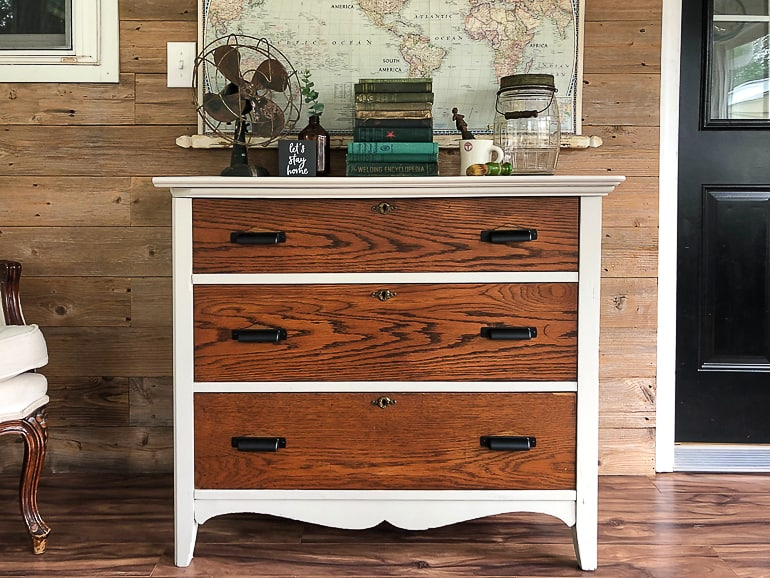 If you are looking for the best paint brushes for furniture makeovers, you don't have to look any further. Click over to find the paint brushes that everyone needs in their toolbox when painting furniture or anything for that matter.