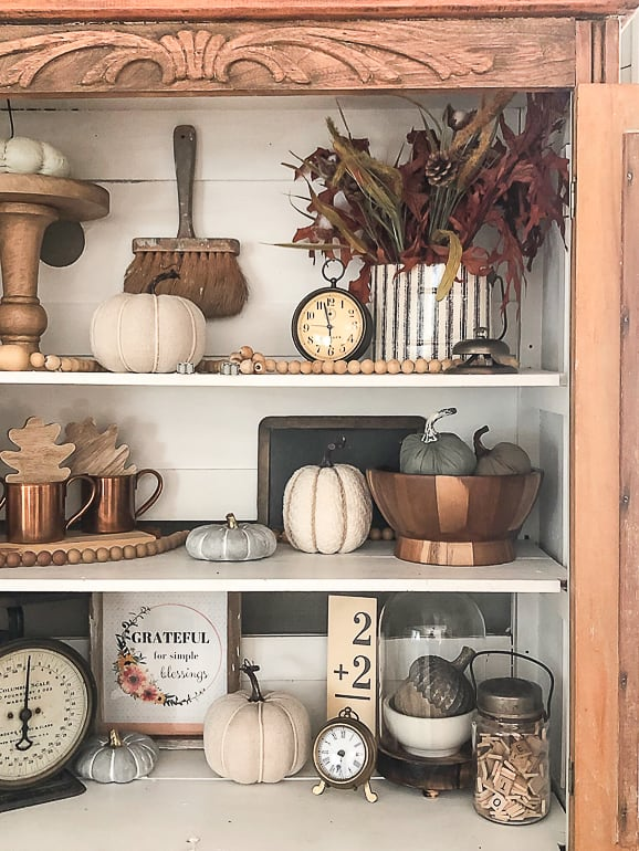 Looking for easy ways to add fall home decor to your home? These simple tips will help you do just that.