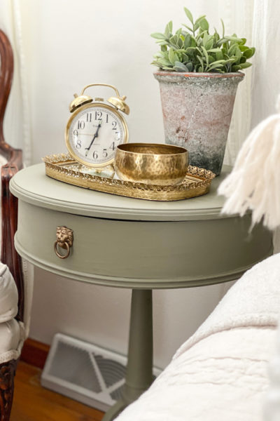 This DIY painted drum table makeover is another example of taking a drab piece and turning it into something that fits your home perfectly!