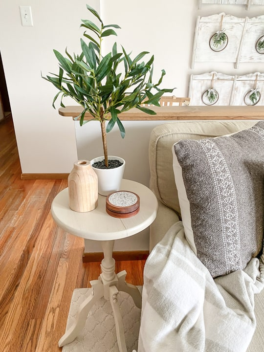 This small end table makeover was made possible with three amazing products from Wise Owl: paint, varnish and primer.