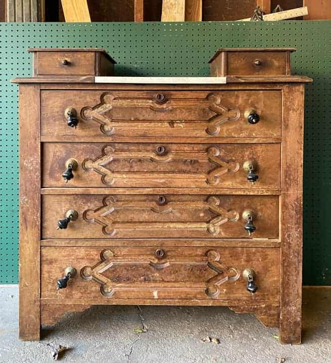 How To Tell If A Piece Of Furniture Is Real Wood with easy tips and tricks from a seasoned furniture flipper with years of experience.
